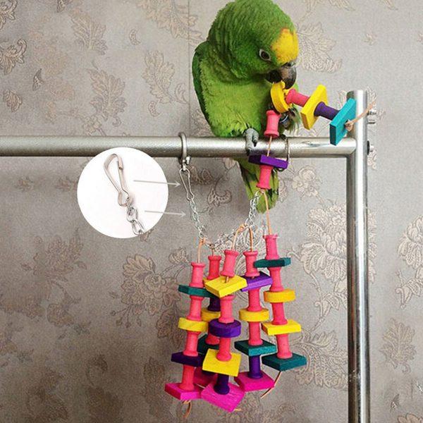 צעצוע לתוכים צבעוני